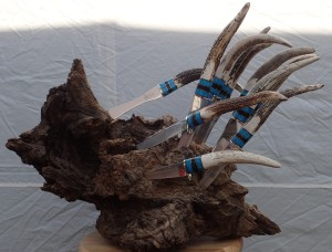 Elk Antler, Turquoise, Water-buffalo horn, Hidden Tang with a mirror finish. This is presented in a burl that when viewed from the right angle makes this look like a porcupine.